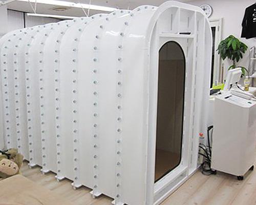 高圧酸素ルームのサイズは120×225×180cm